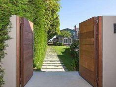 Private Life - Leonardo DiCaprio's Malibu Beach House - Photos