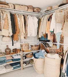 Gorgeous bohemian walk-in closet with pretty storage containers Dream Closets, Dream Rooms, Dream Bedroom, Closet Bedroom, Closet Space, Bedroom Decor, Boutique Interior, Diy Dressing, Closet Designs