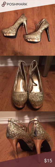 Gold Sparkle Heels Gold Sparkly heels from Target! They are a Size 6.5 and have some scuffing on the heels from being worn once on a fun night out on New Years Eve!  Cute for any outting - birthdays, Christmas, New Years Mossimo Supply Co Shoes Heels