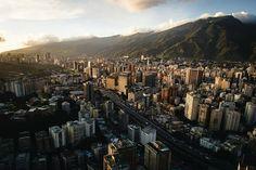 Excelente martes! Fotografía cortesía de  @ruzjorge  #LacuadraU #GaleriaLCU #Caracas #CaracasHermosa #ElAvila