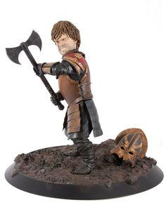 A estátua baseada no personagem Tyrion Lannister durante a batalha de Blackwater, acaba de ganhar sua primeira imagem oficial de divulgação. Ela tem 25,4 cm de altura e foi feita a partir das feições dePeter Dinklage.