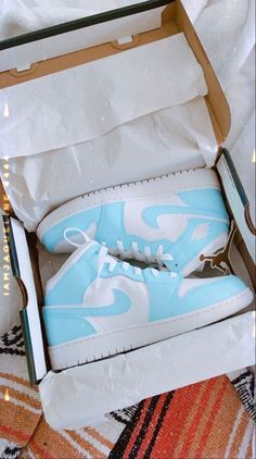 Jordan Shoes Girls, Girls Shoes, Cute Sneakers, Shoes Sneakers, Basket Style, Nike Shoes Air Force, Aesthetic Shoes, Hype Shoes, Fresh Shoes