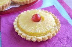 Crostatine all'ananas, scopri la ricetta: http://www.misya.info/2015/03/08/crostatine-allananas.htm