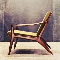 40 Amazing Retro Furniture Design Ideas For Vintage Look Danish Furniture, Retro Furniture, Mid Century Modern Furniture, Cool Furniture, Furniture Design, Furniture Ideas, Furniture Stores, Modern Armchair, Mid Century Modern Chairs