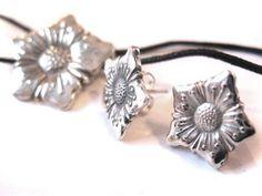 LauraSE – Tunnepitoisia kierrätyskoruja hääasusteeksi Spoon Jewelry, Silver Spoons, Silver Jewellery, Cutlery, Pewter, School Stuff, Diy And Crafts, Helmet, Cufflinks
