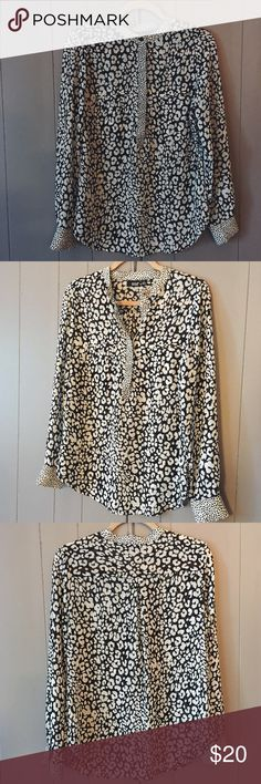Beautiful Black & White Popover✨ Excellent used condition. Semi-sheer. Beautiful top that will look awesome under a blazer or cardigan, or by itself! a.n.a Tops Blouses