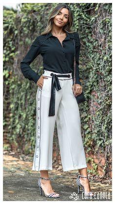 Gli Arcani Supremi (Vox clamantis in deserto - Gothian): Top fashion trends in spring 2019 Fashion Pants, Hijab Fashion, Fashion Outfits, Womens Fashion, Fashion Trends, Look Casual, Look Chic, Quoi Porter, Velvet Fashion
