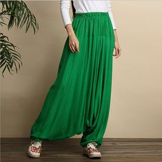 It's hard to find a more comfortable pair of pants than these long loose drop-crotch harem pants. They add a touch of mystery to your wardrobe. And they're fun to wear! Formal Pant Suits, Formal Pants Women, Linen Pants Women, Pants For Women, Clothes For Women, White Palazzo Pants, Palazzo Pants Plus Size, Plus Size Formal, Velvet Pants