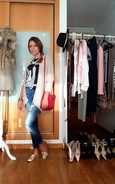 """Day five of the """"essential wardrobe to the test"""" challenge! I hope you like it and thanks for following. A happy Sunday to you all. Love, Raquel.  #LiveLoveLaugh #Challenge #ootd #challengeyourself #weekend"""