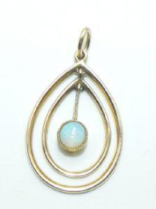 Edwardian gold opal pendant