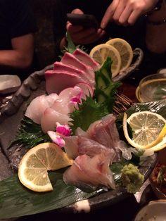 刺身盛り付け Raw Tuna, Sashimi Sushi, Eating Raw, The Dish, Japanese Food, Dishes, Ethnic Recipes, Tablewares, Japanese Dishes