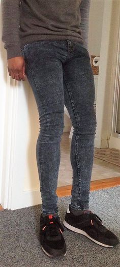 Tight Jeans Men, Superenge Jeans, Super Skinny Jeans, Lined Jeans, How To Look Skinnier, Tights Outfit, Fashion Moda, Jeans Style, Menswear