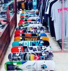 Hasta arriba de los nuevos skates completos profesionales en 69euros! Ya en @disasterstreetwear @theplacesoho  #skate #sk8 #sk8malaga #monopatin #sk8life #thrasher #thrashermagazine #rihanna