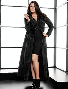 Are you thinking what I'm thinking? Trech coat, heels..... #plussize