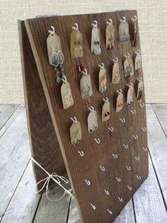 madera con ganchos