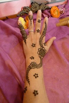 Simple floral henna design,  Go To www.likegossip.com to get more Gossip News!