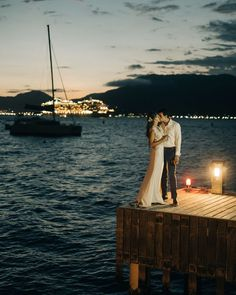 Casamento em Ilhabela   Noivos posam ao cair da noite em casamento na Ilha. #casamento #ilhabela #beachwedding Poses, Hold Me, My Girl, Give It To Me, Wedding On The Beach, Marriage Pictures, Wedding Photography, Engagement, Couple