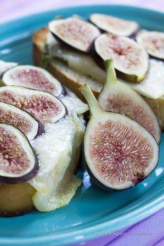 Plain Gourmet: Fresh Fig, Gruyere and Arugula Sandwich