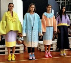 Knitwear Designer: Xiao Li via All images courtesy of madamebarry and Xiao Li except where noted History of Knitting Yarn rotating, weaving and sti. Knitwear Fashion, Knit Fashion, Look Fashion, Runway Fashion, High Fashion, 00s Fashion, Fashion Pics, Xiao Li, Moda Crochet