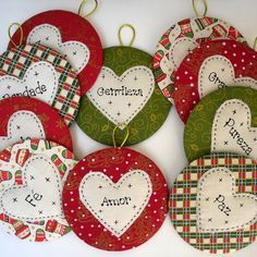 Use old CDs to make Christmas ornaments Felt Christmas Decorations, Felt Christmas Ornaments, Easy Christmas Crafts, Christmas Sewing, Christmas Tag, Homemade Christmas, Christmas Projects, Simple Christmas, Cd Crafts
