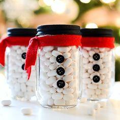 Snowman mason jars craft. How to make snowman mason jar tutorials. Snowmen decor. Mason jar Christmas crafts. Christmas mason jars.
