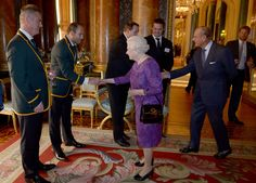 Queen Elizabeth II Photos - Queen Elizabeth II shakes hands with South Africa's Rugby Union Captain Fourie du Preez at a reception at Buckingham Palace to welcome Rugby World Cup stars on October 12, 2015 in London, United Kingdom. - The Queen Hosts Reception to Mark the Rugby World Cup 2015