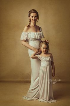 Przygotuj się na sesję z okazji dnia matki. Uniwersalna suknia dla Pani. Rozmiar od M do XL pasuje na większość pań. Polecana również dla Pań w ciąży.  Druga suknia dla dziewczynki w wieku od 4 do 6 lat. Również bardzo uniwersalna suknia, wygodna i łatwa do nakładania. Matki, Bridesmaid Dresses, Wedding Dresses, Fashion, Bridesmade Dresses, Bride Dresses, Moda, Bridal Gowns, Wedding Dressses