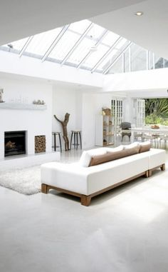 White interior with sky lights Minimalist White House with Modern Interior Design in South Africa - Home Trends Design - Home Interior Ideas, Home Decorating, Home Furniture, Home Architecture, Room Design Ideas Deco Design, Design Case, Design Design, Minimalist Living, Minimalist Decor, Minimalist Bedroom, Minimalist Furniture, Minimalist Interior, Minimalist Style