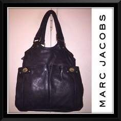 """Marc Jacobs Double Pocket Blk Leather Satchel Bag! Marc Jacobs Double Pocket Black Leather Shoulder Satchel Tote Bag! Features: black, soft quality leather, silver tone MARC JACOBS hardware, signature blk & white JACOBS fabric lining, 2 front pockets w/ turn lock closures, top zip closure,3 compartments - mid zip compartment w/ 2 slip & 1 zip pocket, lg pockets on each side. 10 1/2"""" arm/shoulder clearance. 13"""" high x 12"""" across x 7"""" wide (bottom spread). Ret:$448. Minor marks on lining…"""