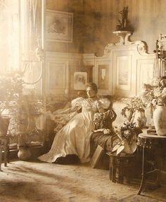 Vintage Photographs, Vintage Photos, Victoria Reign, Romantic Times, Victorian Life, Gibson Girl, Romantic Pictures, Daguerreotype, Vintage Interiors