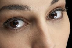How to get rid of under eye wrinkles fast and safe with natural home remedies? How to treat under eye file lines quickly? How to remove under eye lines and wrinkles? Under Eye Wrinkles, Face Cream For Wrinkles, Wrinkle Remedies, Cellulite Remedies, Acne Remedies, Natural Face Lift, Best Natural Skin Care, Natural Health, Home Remedies For Wrinkles