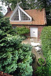Tyningham cottage Wedding Venues, Cottage, Cabin, House Styles, Travel, Home Decor, Wedding Reception Venues, Wedding Places, Viajes