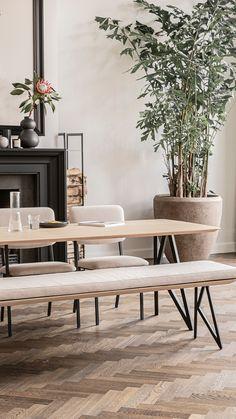 Bij Studio HENK geloven we in mooi én functioneel design. Daarom maken we meubels die je naar eigen wensen kunt samenstellen. Ontdek de mogelijkheden op onze website en stel je eigen designmeubels samen. Interior Styling, Interior Decorating, Interior Design, Dining Room Inspiration, Interior Inspiration, Interior Architecture, Interior And Exterior, Casa Patio, Living Room Furniture Arrangement