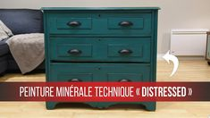HOW to paint a DISTRESSED style furniture Learn how to make a Distressed technique for your furniture. Recover a piece of furniture and trans Shabby Chic Dresser, Repurposed Furniture Diy, My Furniture, Diy Furniture Decor, Furniture Decor, Refinishing Furniture, Diy Furniture Easy, Diy Dresser Makeover, Shabby Chic Decor Bedroom