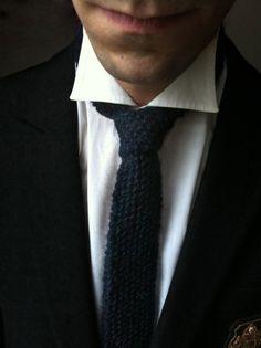 Pour les fêtes, la cravate en laine est LE cadeau-tricot idéal à offrir aux…