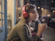 Audiophiles are pretty much incapable of not listening to music, whether it's at home, on the commute to work… at work if they can get away with it. to Music 7 best headphones for music lovers Top 10 Headphones, Girl With Headphones, Music Headphones, Bluetooth Headphones, Anthony Hopkins, Wayne Dyer, Lidl, Music Logo, How To Pose