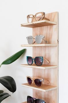 Renter Friendly DIY Sunglasses Holder for End of Summer Storage. With just a few pieces of wood, screws, and command strips, you can make your own renter friendly sunglasses storage to display your collection. Sunglasses Organizer, Sunglasses Storage, Sunglasses Holder, Sunglasses Sale, Ideas De Boutique, Home Decor Accessories, Decorative Accessories, Diy Rangement, Diy Furniture Plans