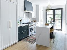 Transitional Kitchen in Riverdale Toronto — designstrom Kitchen Island With Seating For 4, Narrow Kitchen Island, Kitchen Island On Wheels, Farmhouse Kitchen Island, Modern Kitchen Island, Shaker Kitchen, Narrow Kitchen Extension, Small Kitchen With Island, Small Island