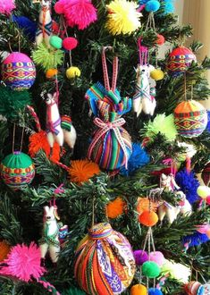 A traditional Christmas tree is the ultimate seasonal decoration. Not only does the presence of a beautifully decorated Christmas tree … Mexican Christmas Decorations, Christmas Tree Themes, Christmas Tree Toppers, Christmas Tree Ornaments, Christmas Diy, Mexican Christmas Traditions, Llama Christmas, Bohemian Christmas, Colorful Christmas Tree