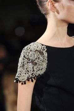 Pin for Later: You Won't Believe What the Clothes at Fashion Week Look Like Up Close Oscar de la Renta Fall 2015