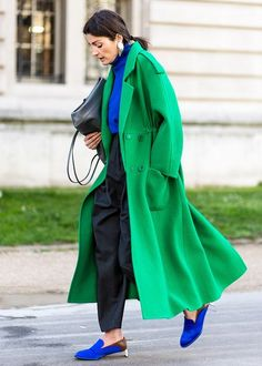 Amazing Bright Color Outfit To Wear In Winter 27 Color Combinations For Clothes, Color Blocking Outfits, Colour Blocking Fashion, Street Style Looks, Looks Style, Fashion Colours, Colorful Fashion, Emerald Green Outfit, Fashion Story