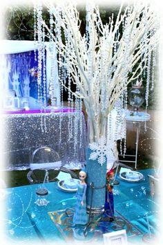 Frozen Center piece for your party Frozen Tea Party, Disney Frozen Party, Frozen 2, Frozen Table, Frozen Themed Birthday Party, Princess Birthday, Birthday Party Themes, Winter Wonderland Decorations, Winter Wonderland Party