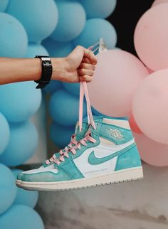 Nike Air Shoes, Nike Shoes Outlet, Jordan Shoes Girls, Girls Shoes, Sneakers Fashion, Shoes Sneakers, Yeezy Shoes, Casual Sneakers, 90s Fashion