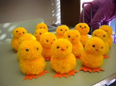 Resultado de imagen de animales pompones de lana Sewing Projects For Kids, Sewing Crafts, Crafts For Kids, Craft Projects, Pom Pon, Pom Pom Rug, Pom Pom Animals, Wool Dolls, How To Make A Pom Pom