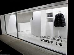 The Comme des Garcons Moncler 365 yearlong popup shop in the Aoyama area of Tokyo. The shop has been there a while, but now that the temperature in Tokyo is dropping today), this shop is looking better and better! Moncler, Retail Facade, Japan Shop, Store Windows, Shop Window Displays, Display Window, Retail Interior, Facade Design, Comme Des Garcons