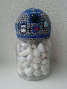 Star wars snoeppotje haken. R2-D2 haken. Deksel omhaken.