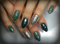 Gel di passione unghie: quello più chiaro si chiama army green mentre quello scuro è un verde petrolio!
