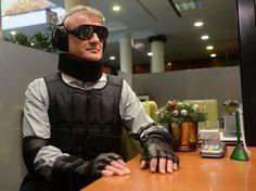 В Сбербанке примерили имитирующие инвалидность костюмы