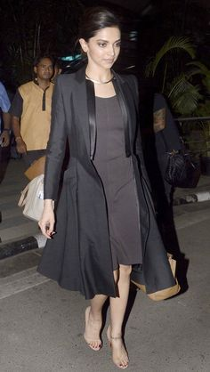 Deepika Padukone, Irrfan, Tabu and a host of other popular Bollywood celebs were snapped at the Mumbai airport by shutterbugs Look Fashion, Indian Fashion, Fashion Outfits, Womens Fashion, Fashion Hub, Bollywood Stars, Bollywood Fashion, Bollywood Celebrities, Bollywood Actress