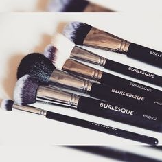 NEW POST! Hoy os hablo de las maravillosas brochas de @burlesque_madrid Review en el blog ➡ www.fashion-galaxy.com #review #burlesquemadrid #brushes